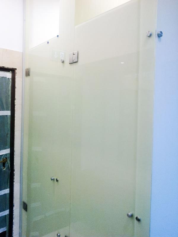 glasw nde f r badezimmer transparent design. Black Bedroom Furniture Sets. Home Design Ideas