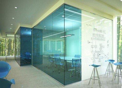 Perete sticla folosit ca whiteboard