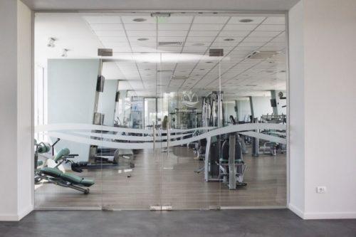 Usi din sticla securizata sala de fitness