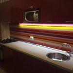 placare perete bucatarie sticla colorata