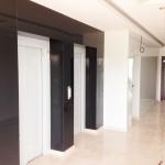 placare pereti lift cu sticla colorata