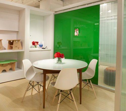 Placa din sticla verde in bucatarie