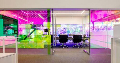 amenajari interioare din sticla colorata spatii birouri