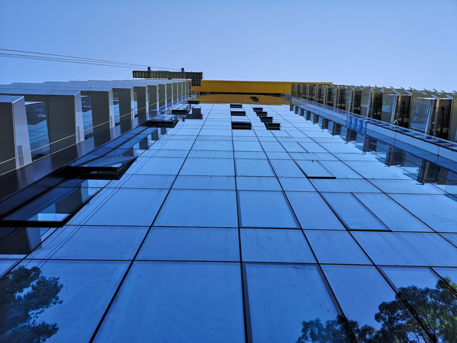 balustrada din sticla - one mircea eliade