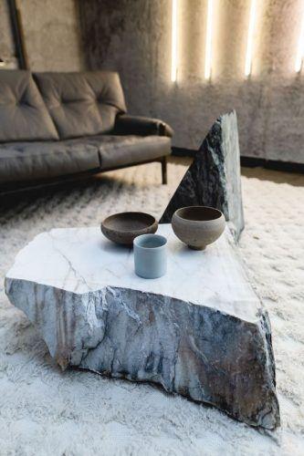Tendinte in Designul Interior in 2021 masa piatra