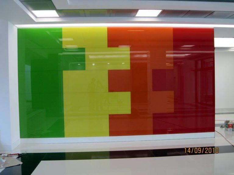 Placari cu sticla colorata la Polona 68 (2010)